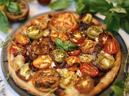 tomato and onion tart - rerooted.co